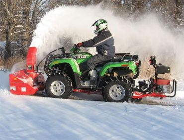 Snow blower with 19HP Briggs & Stratton engine